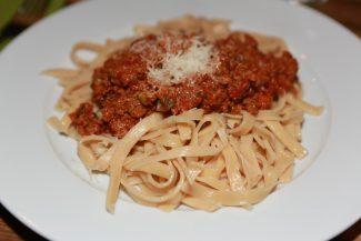 Vegetarische Bolognese mit frischen Teigwaren
